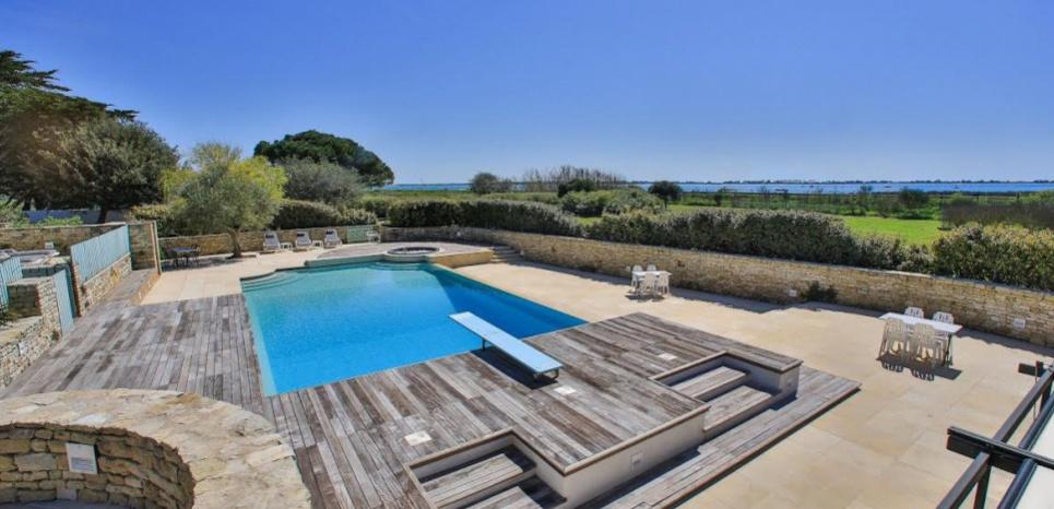 a vendre la villa la plus ch re de l le de r 21 05 2015 barnes ile de r. Black Bedroom Furniture Sets. Home Design Ideas